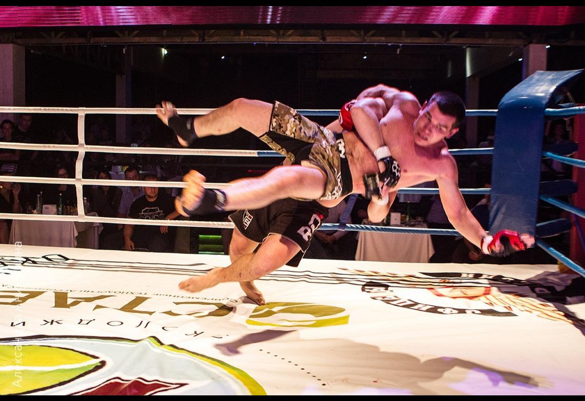 Развлекательное шоу  - Бои без правил «KUMITE FIGHT»
